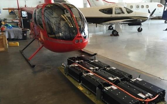 Helicóptero R44 com baterias de íons de lítio