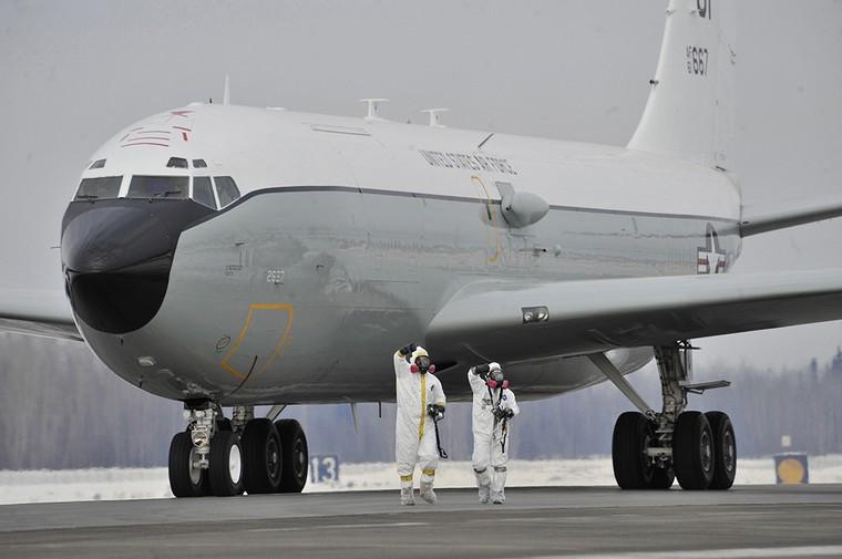 "[Internacional] Força Aérea dos EUA mobiliza jato ""farejador"" de atividade nuclear Wc-135c-constant-phoenix-11_free_big"